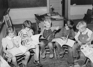 Children_reading_1940